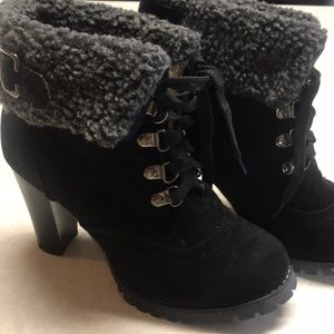 Shoes - Ladies lace up black bootie with fur top